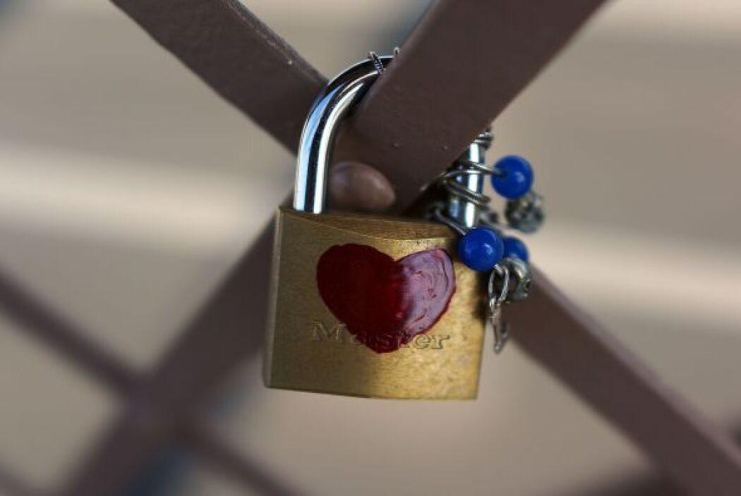 Famoso también es que muchos enamorados colocan candados con sus nombres...
