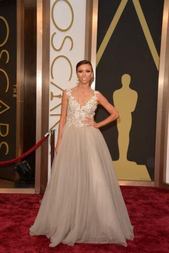 Giuliana Rancic parecía una princesa de cuento de hadas con ese vestido,...