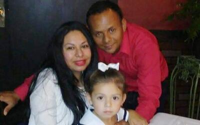 Espilvio Sánchez-Benavidez junto a su esposa Wendy García...
