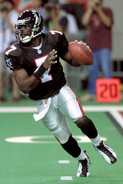 En agosto de 2007, el entonces quarterback de los Atlanta Falcons, Micha...