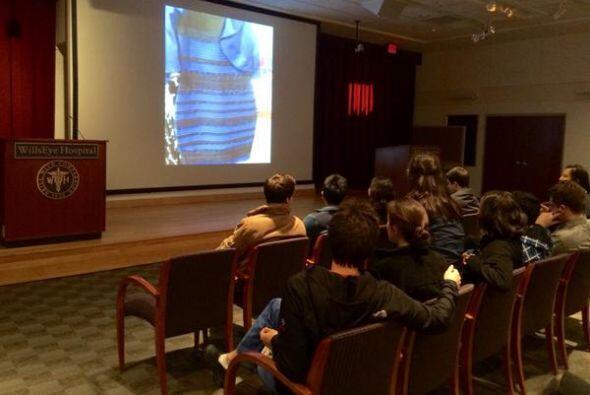 El vestido era tema de polémica en clases universitarias. ¡...
