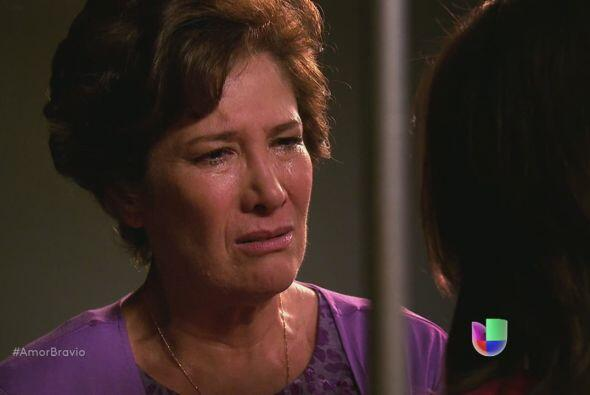 Camila visita a su madre, no puede creer que esté a punto de ir a la cár...