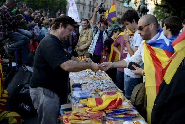 Comenzó en redes sociales con #ElReyAbdica y #ReferendumYa.