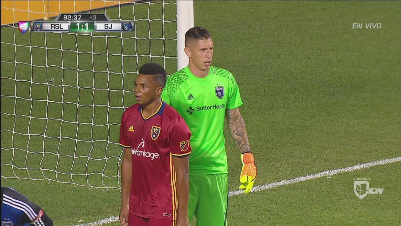 David Bingham le robó un gol a Javier Morales sobre el tiempo