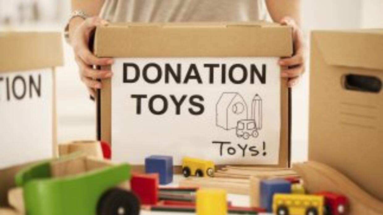 A medida que los niños crecen, los juguetes viejos quedan olvidados ¡y o...