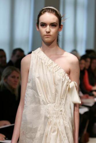El tuyo puede ser un modelo sencillo, pero si se ve como: la cortina de...