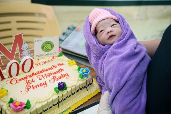 Algunos de los bebés considerados de los 100 millones recibieron un cert...