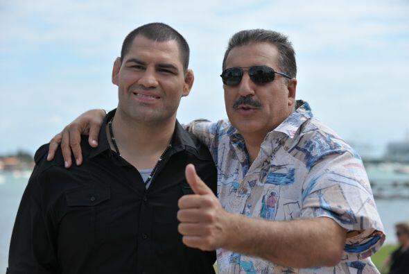 Fernando Fiore con Caín Velásquez.