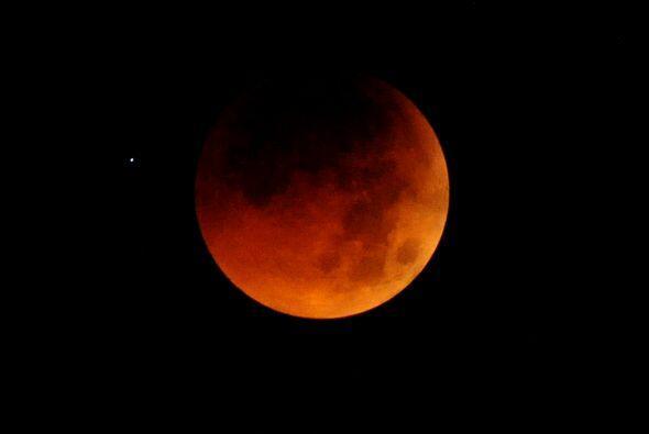 El viernes 18 de octubre ocurrirá el último de los dos eclipses penumbra...