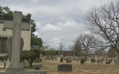 El Cementerio Sunnyside de Long Beach se encuentra en total abandono
