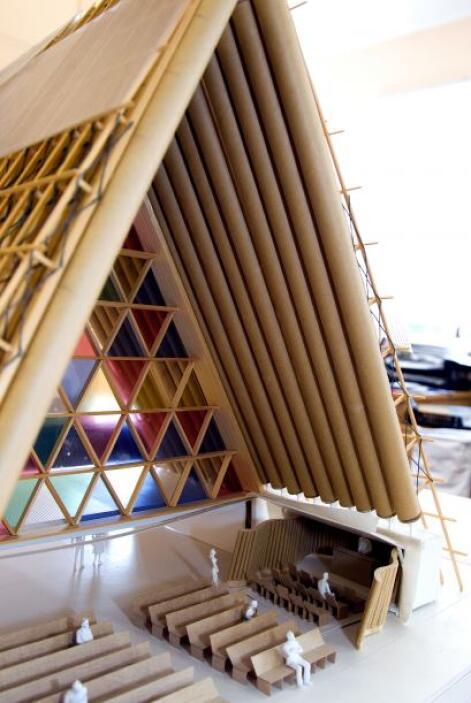 Este  ha sido el proyecto más grande del arquitecto Shigeru Ban y aunque...