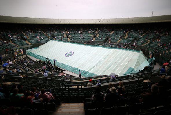 Debido al clima se detuvieron algunos juegos en canchas exteriores.