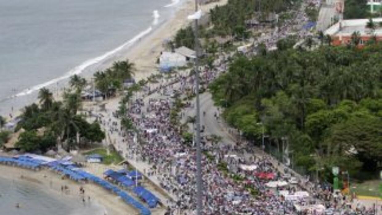 Una multitudinaria marcha en solidaridad con los 43 estudiantes desapare...