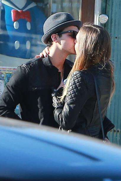 Y desde ese momento todo ha sido besos y apapachos con el guapo cantante...
