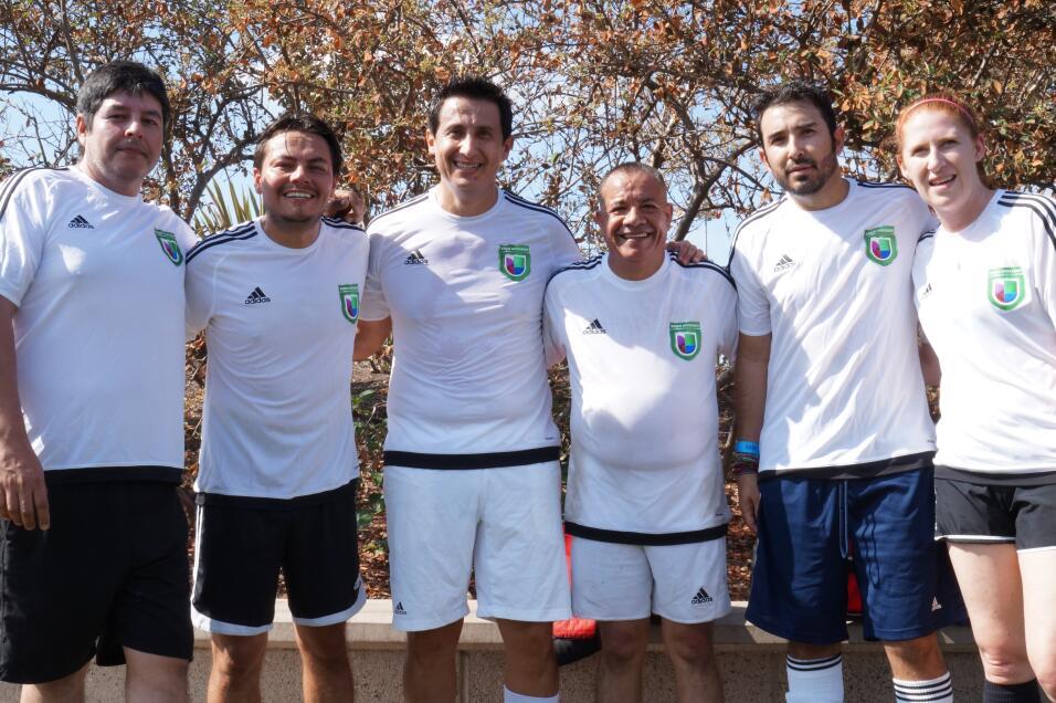 Los talentosos miembros de Univision Los Angeles festejaron junto a la c...