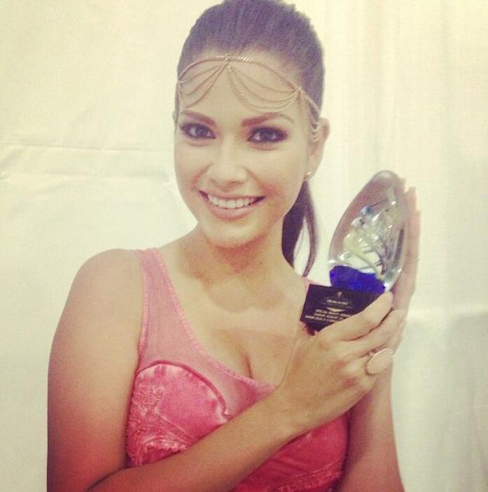 """Con mi premio ✨Special Beauty Awards✨ en Miami Beach Convention & Beaut..."