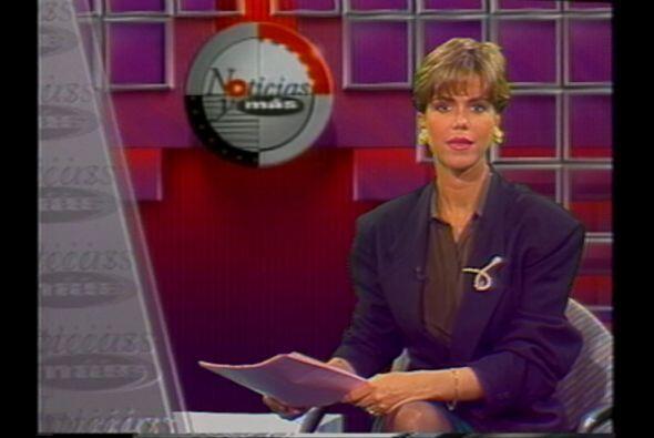 """Maria Celeste presentando """"Noticias y Más"""" el programa..."""