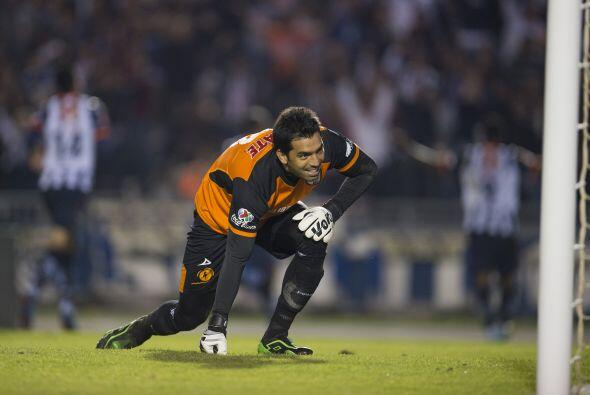 Seis atajadas fueron las que realizó Edgar Hernández para...