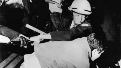 Policia reprime manifestante en Chicago 1968