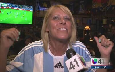 Argentinos de Queens celebran la victoria de la Albiceleste