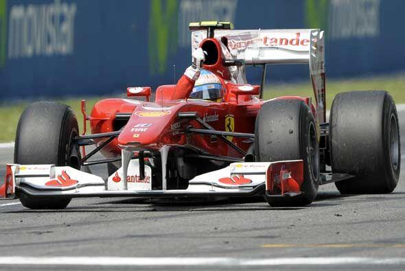 Alonso celebró ante su público el segundo lugar que lo deja en muy buena...