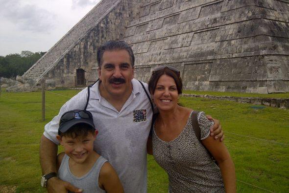 Fiore iba acompañado de su novia Roseli y de su pequeño hijo Gianluca.