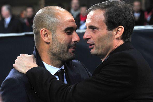 Los entrenadores Josep Guardiola y Massimiliano Allegri se saludaron pre...