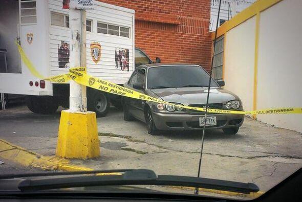 Así quedó el automóvil tras el fatal ataque. Mira a...