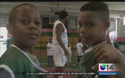 Escuela brasileña ayuda a los niños a salir adelante