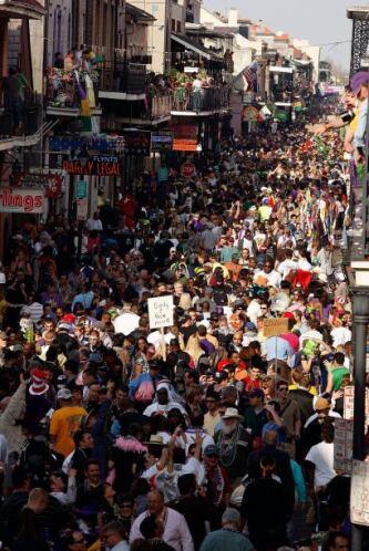 La fiesta se inicia el 6 de enero con un baile de máscaras y un desfile...