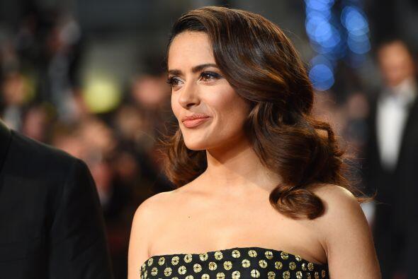 Salma Hayek impactó en su paso por Cannes.