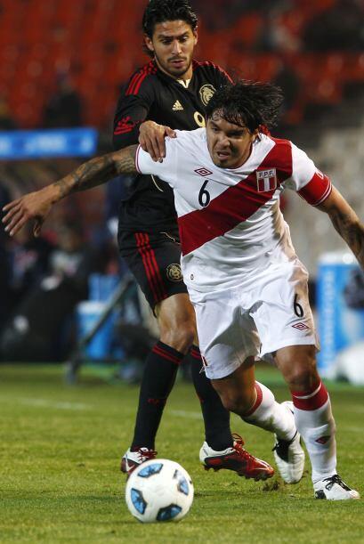 Juan Manuel Vargas se hizo presente al frente estrellando un par de balo...