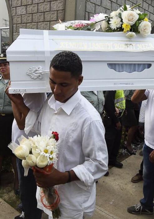 Cabizbajos y entre lágrimas, los pobladores de Fundación dieron el últim...