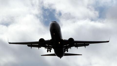 Deportan a dos cubanas que habrían ingresado a EEUU con pasaporte europe...