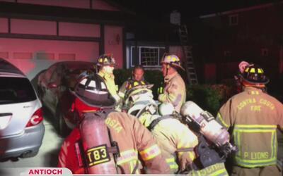 Evalúan presentar cargos tras incendio en donde dos bomberos resultaron...