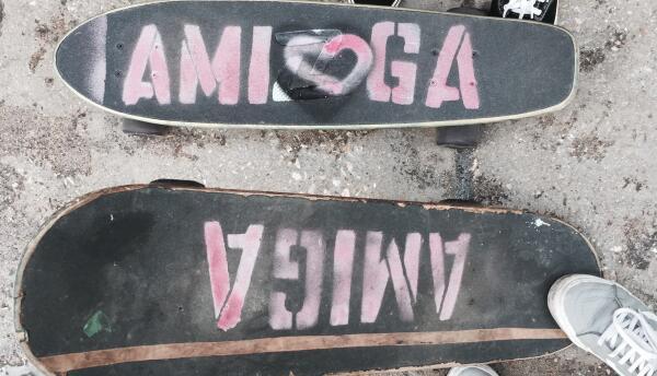 Las primeras patinetas que Amiga Skate Yoga regaló en Cuba.