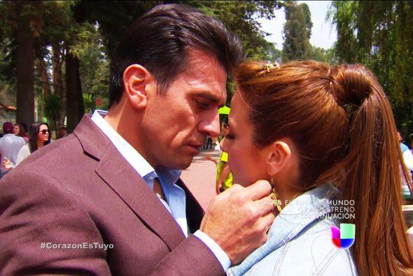 ¡Qué románticos Fernando y Ana! Ya ven, no pueden oc...
