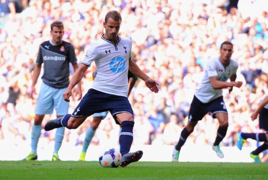 Tottenham también firmó al delantero español Roberto Soldado quien ha ga...