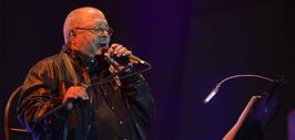 El cantautor cubano agradeció por este reconocimiento a su carrera.