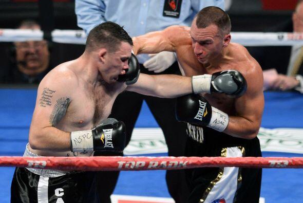 Cuando Smith no daba más el juez principal detuvo la pelea.