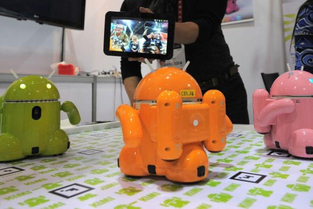 Estos robots son de Roboware que operan también robots inteligentes de j...