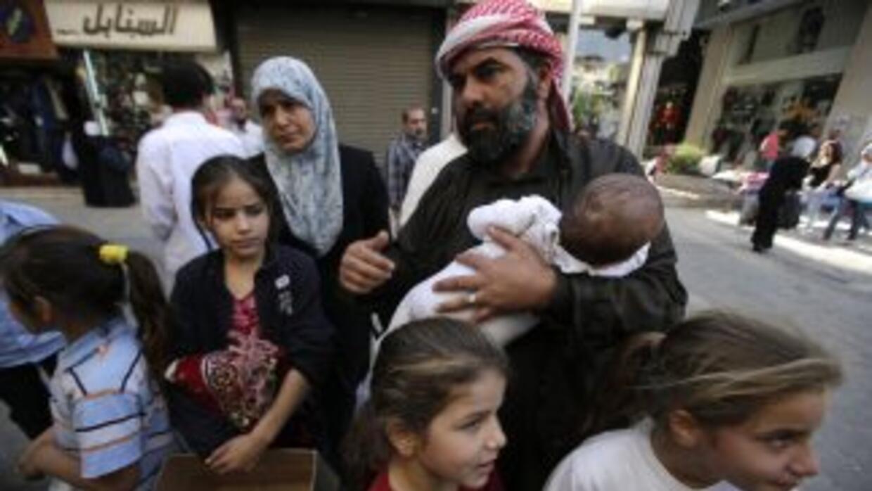 La cifra total de refugiados en las naciones vecinas -incluyendo Irak- a...