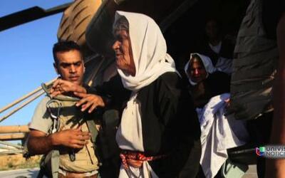 Imágenes del dramático rescate de refugiados en Irak y el reparto de vív...