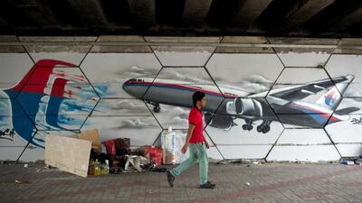 ¿Qué ha pasado con el avión de Malaysia Airlines tras un mes de su desap...
