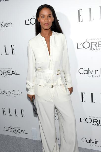 La modelo Joy Bryant mostró su elegancia con este conjunto balnco.