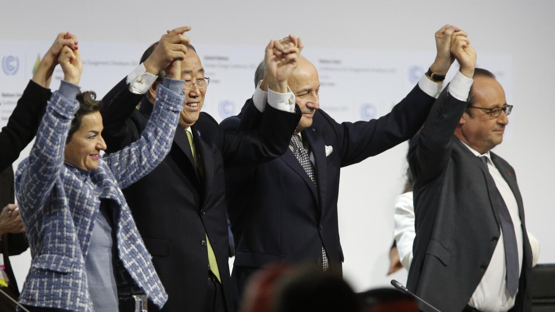 Líderes celebran histórico acuerdo en París.