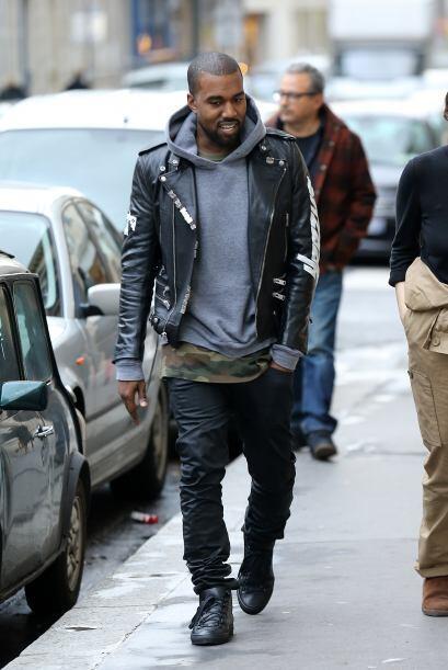 Obviamente Kanye West no dejó sola a su prometida en esta visita...