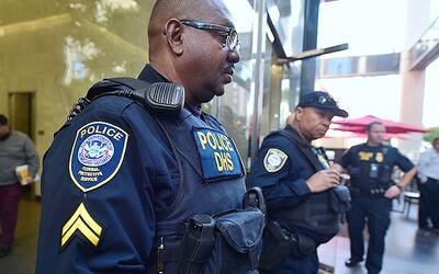 Agentes federales del servicio de inmigración seguirán det...