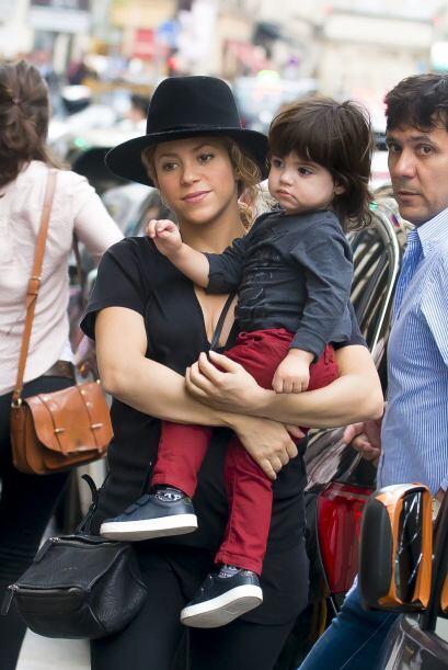 Shakira sigue de paseo por París.