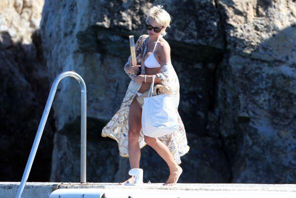 Pamela en bikini blanco. Más videos de Chismes aquí.